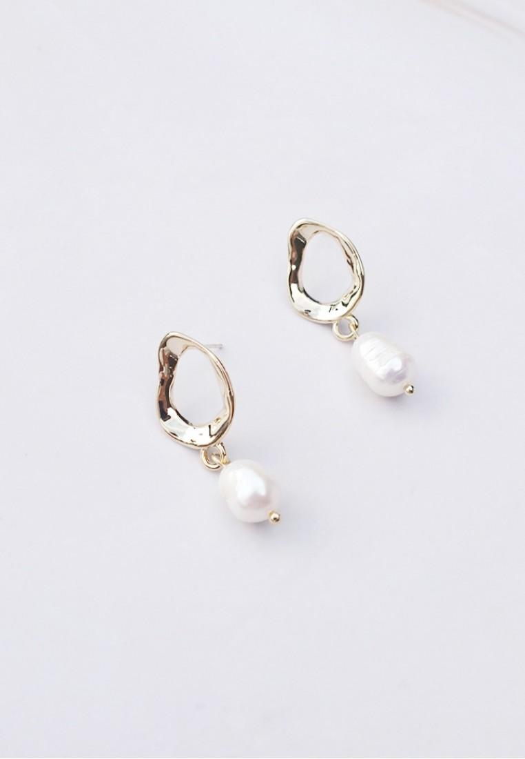 6aa44a72c803a Dayla Freshwater Pearl earrings