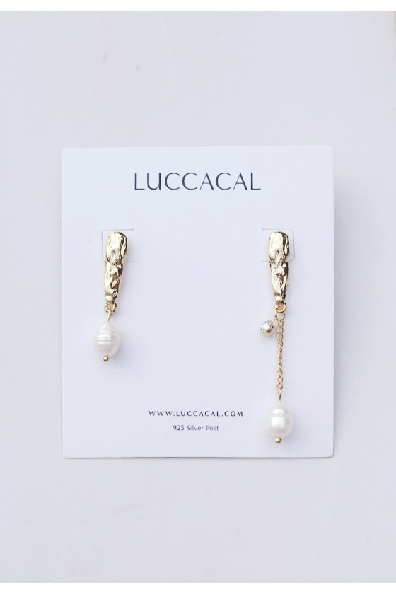 Toyen Asymmetric Pearl Earrings