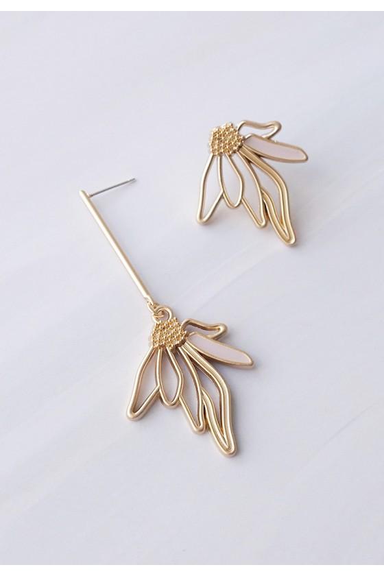 Judy Mismatched Flower Earrings
