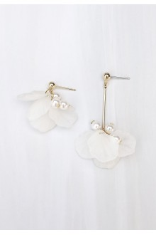 Pearl & Flower Mismatched Earrings