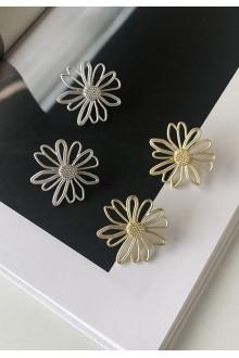 Matte Daisy Earrings