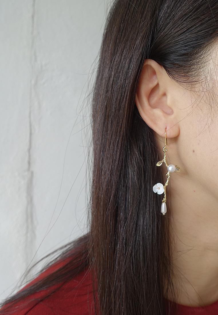 Madelaina Flower Earrings