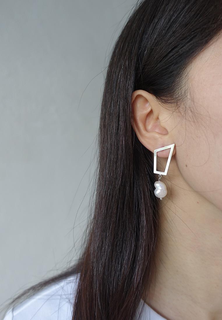 Faris Mismatched Pearl Earrings