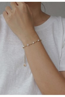 Dainty Pearl Bead Bracelet