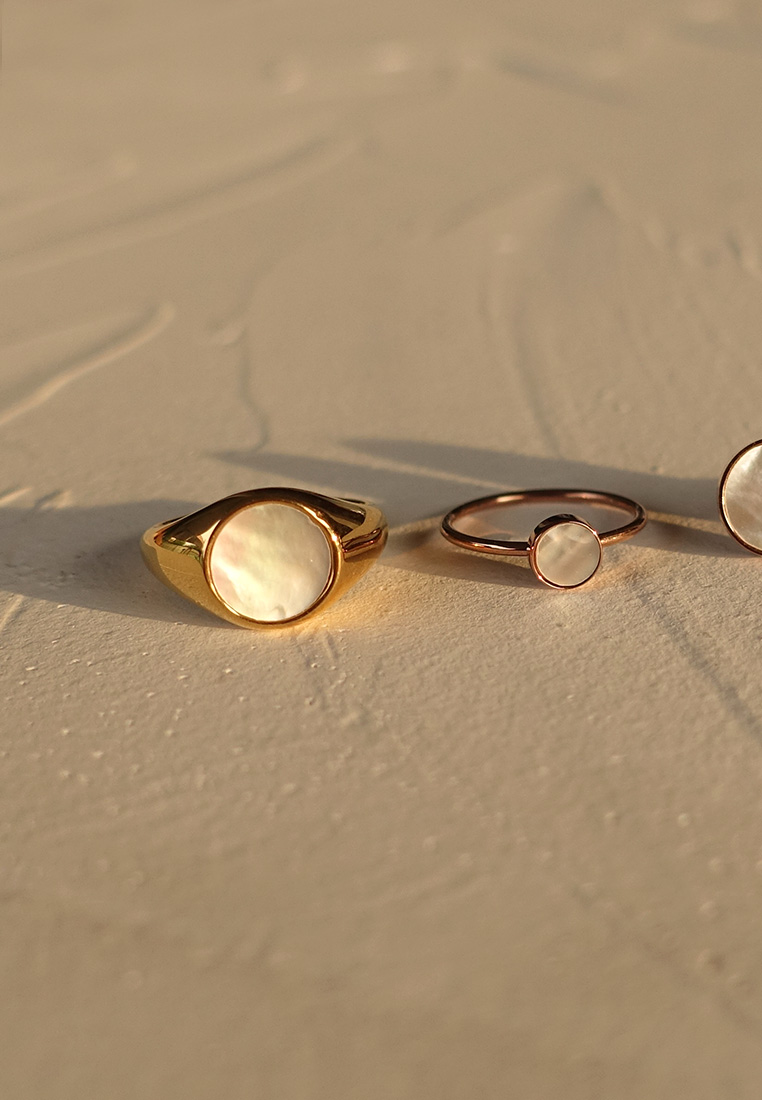 Mother-of-Pearl Solitaire Ring
