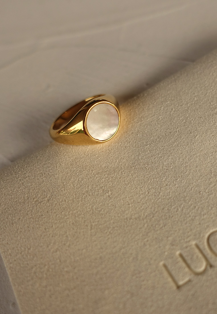Mother-of-Pearl Signet Ring